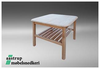 hvid sofabord med hylde